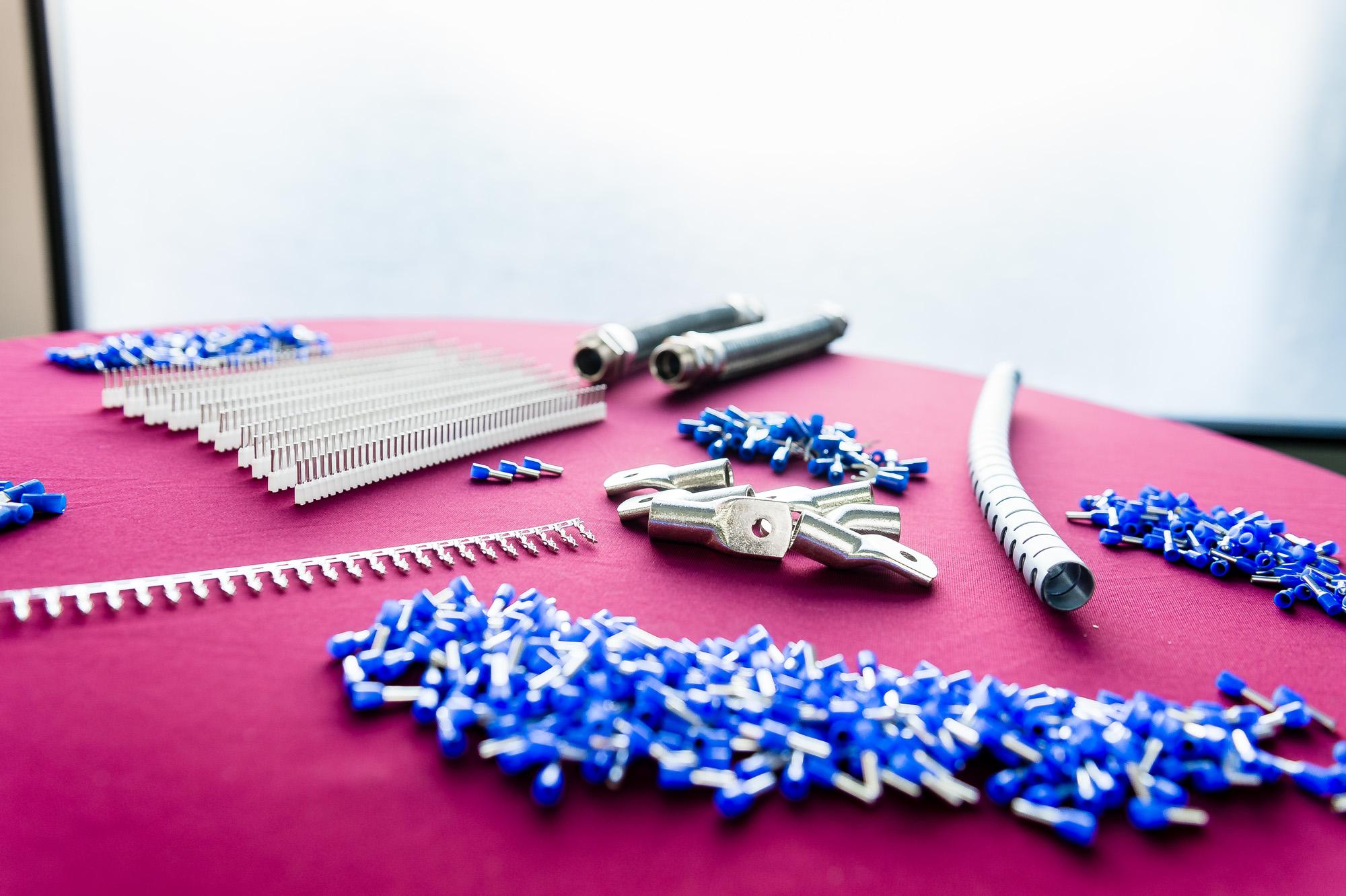 Ob Kontakte, Aderendhülsen oder Ringkabelschuhe – Verbrauchsmaterialien von bekannten Herstellern wie Zoller und Fröhlich haben wir für Sie auf Lager.