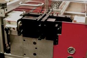 STRIPPER P Flachband mantelt präzise Flachbandkabel ab