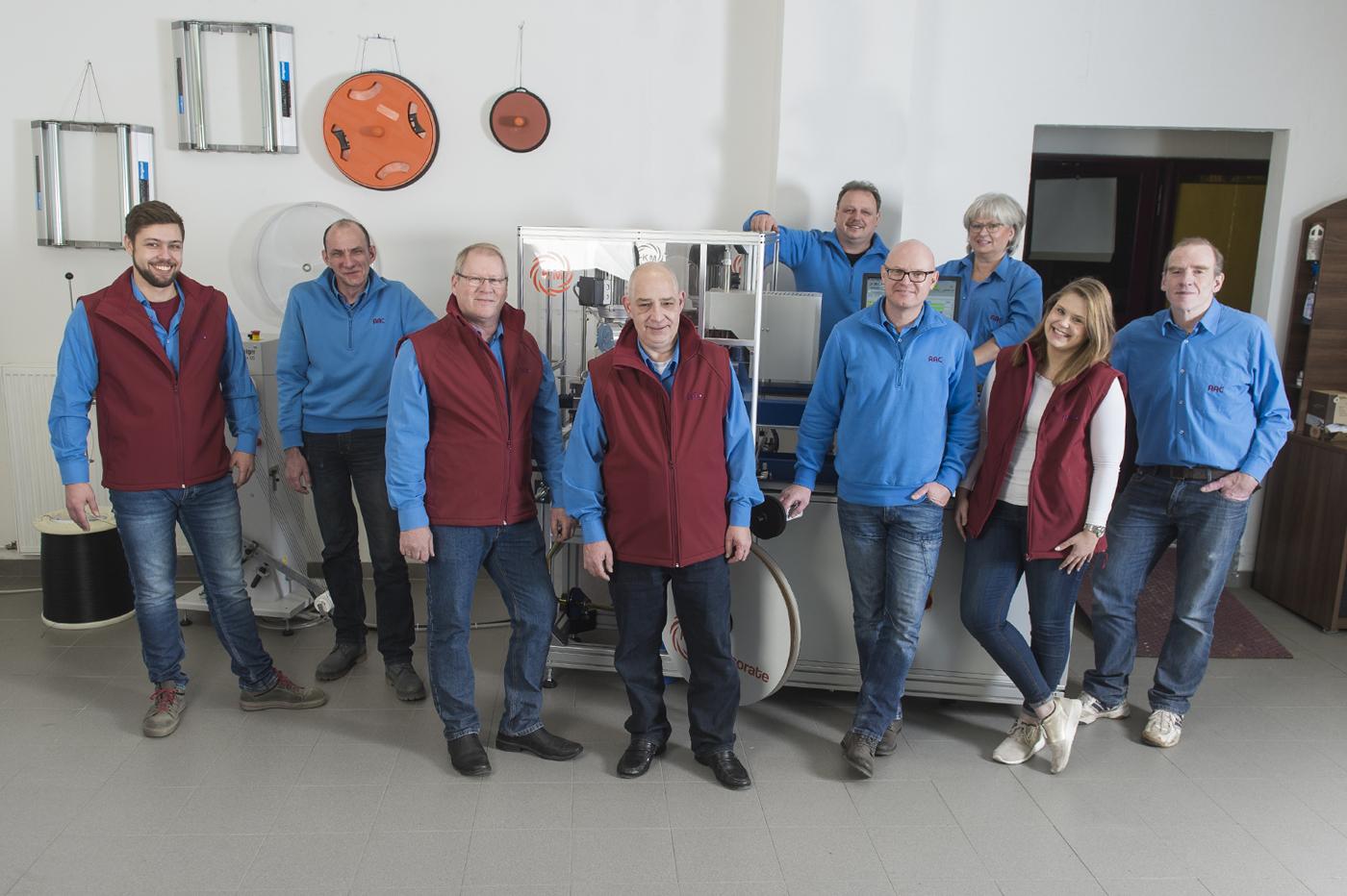 Vom technischen Werkzeugbau bis zum professionellen Vertrieb steht Ihnen ein kompetentes Team an Mitarbeitern im Herzen von NRW zur Seite.